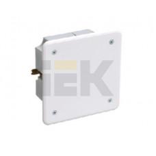 Коробка распределительная С/У 92х92x45 КМ41021 с саморезами, металлические лапки, с крышкой (для полых стен) | UKG11-092-092-040-M | IEK